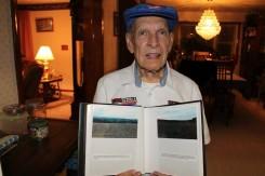 Кертис Дајлс са сликама из Прањана