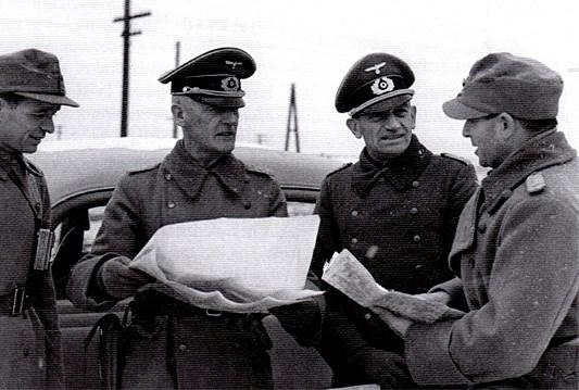 Пуковник Марко Месић (десно) пре него што је са својим усташама дошао да ''ослобађа'' Београд