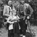 Четник Зајечарске бригаде Петар Пешић из с. Трнавац, са женом и ћерком