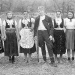 Припадник Тимочког корпуса са девојкама