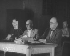 Са процеса ђенералу Дражи: Др Драгић Јоксимовић је први с десна