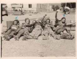 Милош Гагић (обележен са X), Миодраг Костић (обележен са О), учитељ у селу Велика Дренова, и њихова три саборца чија су тела изложили нацисти у Трстенику као опомену. Имена осталих нису позната