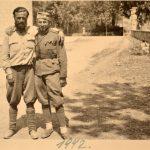 Фотографија је снимљена код Саборног храма Св. Преображења у Требињу, источни дио, код олтара. Види се велика капија на улазу, која се и данас налази на истом мјесту. Фотографија датована у 1942. годину. Четник који је загрљен са Пејановићем - за сада непознат