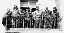 Говор пуковника Кесеровића по ослобођењу Крушевца, 14. октобра 1944. У маси народа испред балкона била је и деветогодишња Нада