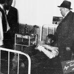 Капетан Раковић и др Мехмед Хоџић у обиласку рањеника у болници у Јездини код Чачка. До лекова се долазило ратним пленом, али и израдом у сопственој лабораторији