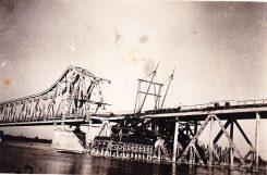 Стари мост на Сави, у Шапцу, на снимку из лета 1945. Поред овог моста комунисти су убијали Шапчане