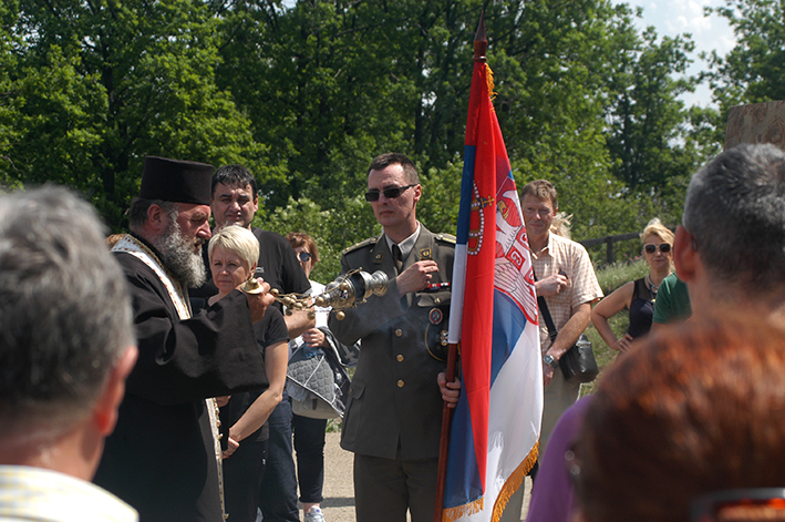 DSC_0961, pop dragomir jovanovic, potpukovnik sa zastavom
