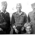 Једна од ретких фотографија официра Првог косовског корпуса. С лева на десно: капетан Војислав Драговић, командант Грачаничке бригаде и заменик команданта 1. косовског корпуса, мајор Блажо Брајовић, командант 1. косовског корпуса, и Крсто Ђуровић, командир чете у Грачаничкој бригади. Драговић и Ђуровић су рођени у с. Ћурилац код Даниловграда, живели су у с. Дрваре код Вучитрна. Клечи: поручник Бајић